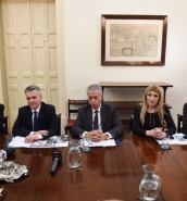 Busuttil casts doubt on jobless figures, claiming inflated public payroll