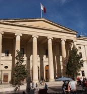 Fancy cap led police to throat-slashing mugger, court told