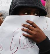 French police routinely abuse refugees in Calais