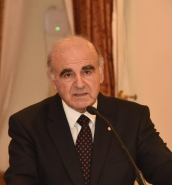 Foreign minister George Vella undergoes cataract surgery