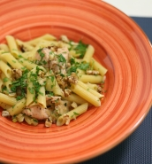 Penne with salmon, apple and walnuts