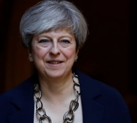 Theresa May calls for trade transition period after Brexit