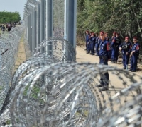 Hungarian police recruit 'border-hunters' to keep out asylum seekers