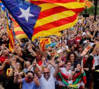 Catalonia crisis: protestors demand freedom of deposed leaders