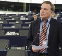Irate Alfred Sant on Brincat vote: EPP didn't stop 'LuxLeaks' Juncker becoming EC president