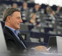 Sant breaks ranks with Maltese MEPs to abstain on Commission work programme