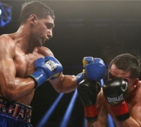 Amir Khan stops Carlos Molina in the tenth round