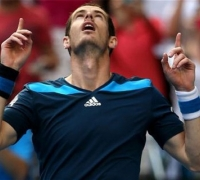 Andy Murray beats Lopez to reach fourth round