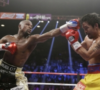Floyd Mayweather outclasses Manny Pacquiao to stay unbeaten