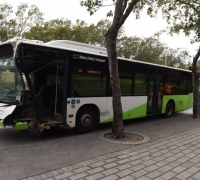 [WATCH] No injuries as bus crashes into tree in Floriana