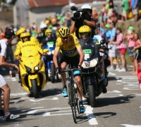 Chris Froome storms Tour de France stage 10 win