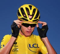 Chris Froome hits back at doping allegations