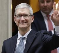 Fake news 'killing people's minds', Apple boss warns