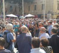 [WATCH] People gather in front of law courts in support of murdered journalist Daphne Caruana Galizia