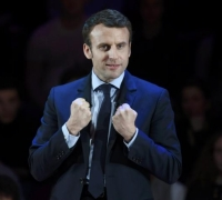 France's Macron vows during UK visit to learn from Cameron's Brexit mistakes