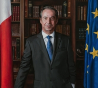 Newly completed Gonzi portrait to be hung at Castille