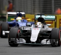 Hamilton on pole as new qualifying flops