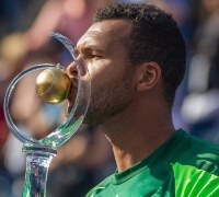 Tsonga caps week of upsets with win over Federer and title