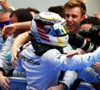 Hamilton storms to victory in Malaysia