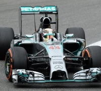 Hamilton beats Rosberg to pole in Italy