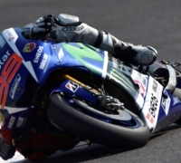 Jorge Lorenzo beats Rossi to secure MotoGP title