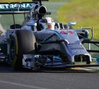 Lewis Hamilton takes pole in Australia