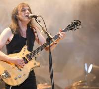 AC/DC guitarist Malcolm Young dies
