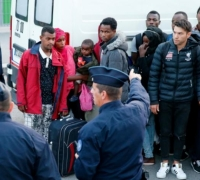 French police evict 2,000 migrants sleeping rough in Paris