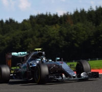 Nico Rosberg beats Max Verstappen to Spa pole