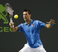 Djokovic continues winning run, Del Potro out