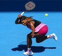Paranoid' Serena survives heat to advance in Melbourne