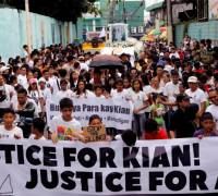 Over 1,000 turn Philippines funeral into protest against war on drugs