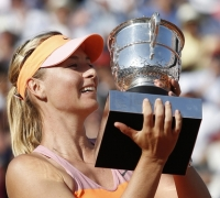 Sharapova outlasts Halep to win second French Open trophy