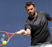 Wawrinka, Murray make winning Queen's grass-court starts