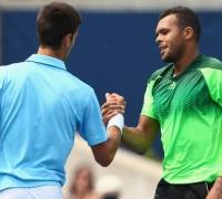Tsonga shocks Djokovic in Toronto, Murray through