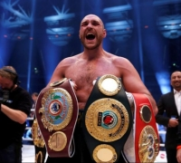 Fury's boxing licence suspended