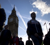 EU tightens Brexit demands on residence, banks