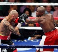 Unbeatable Mayweather holds off Cotto