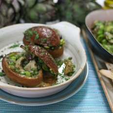 Artichokes with broad beans and peas in a bun