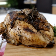 [WATCH] Roasted chicken breast cooked on the crown