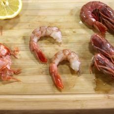 [WATCH] How to clean and devein prawns