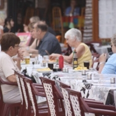 Updated | Profits fall in restaurants, foreign staff found to be 'more loyal'