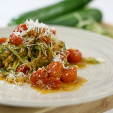 [WATCH] Zucchini spaghetti with a cherry tomato sauce