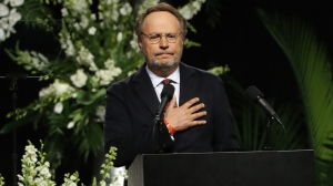 [WATCH] Billy Crystal brings laughs at Muhammad Ali funeral