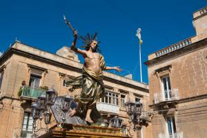 [WATCH] Traditional run with Risen Christ statue in Cospicua