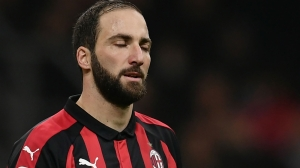 Italy's deputy prime minister 'ashamed' of Higuain after Milan red card