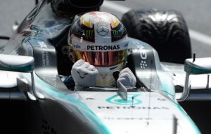 Lewis Hamilton wins pole in Britain