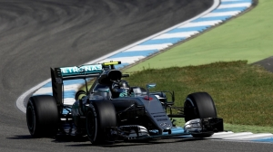 Last-gasp Rosberg grabs home pole