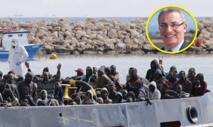 Evarist Bartolo in spat with 'patriots' over government decision to take 50 migrants