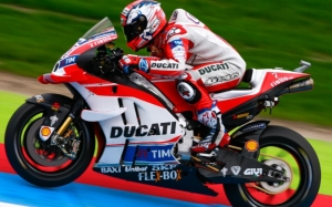 Dovizioso delivers Ducati pole at The Cathedral